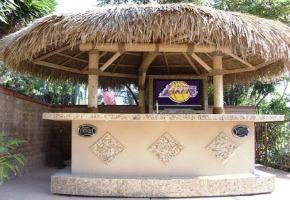 Enjoy the Tiki Bar Theme in Your Own Backyard