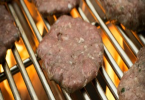 A Grill Grates - Pitting Cast Iron Against Stainless Steel