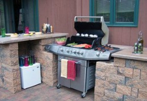 Dressing Up the Luxury Outdoor Patio with Grill